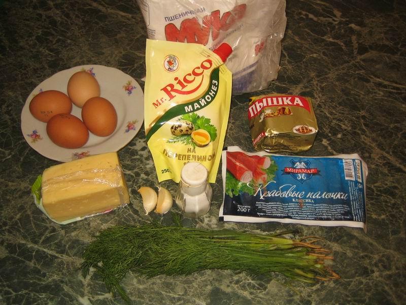 Список продуктов для теста: мука - 1 стакан, маргарин - 100 гр., яйцо - 1 шт., сыр - 100 гр., соль - по вкусу. Список продуктов для салата: крабовые палочки - 200 гр., сыр - 100 гр., яйца - 3 шт., чеснок - 2 зубчика, майонез - 50 гр., петрушка и укроп - по вкусу
