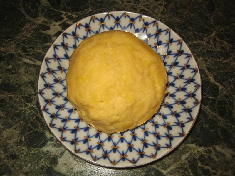 Придать тесту (пункт 3) форму шара и поставить в холодильник на 30 минут